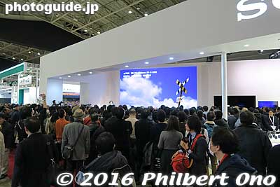 Sony booth was full of people to hear train fanatic/photographer Nakai Seiya give a slide show. Besides his passion, his ordinary and down-to-earth personality has made him very popular.